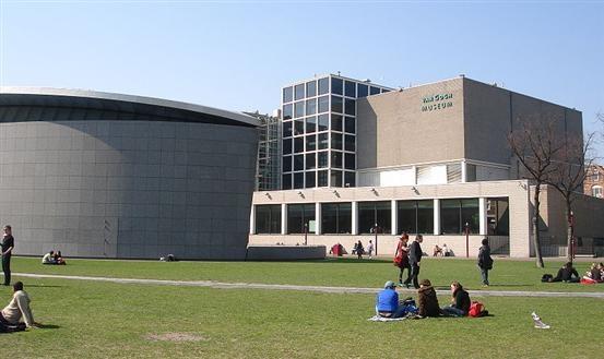 Bekijk de grootste verzameling werken van Vincent van Gogh in het Van Gogh museum. Meer informatie: http://www.vangoghmuseum.nl/vgm/index.jsp?lang=nl