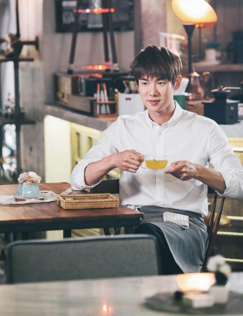 Yoo Yeon Seok as Baek Geun Woo in drama Warm and Cozy