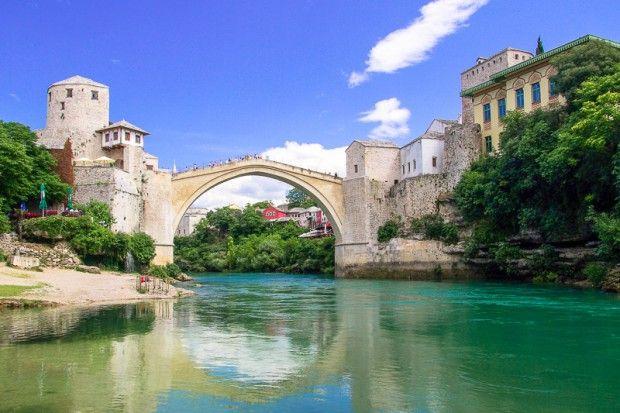 """Die Alte Brücke (""""Stari Most"""") in Bosnien-Herzegowina zählt seit 2005 als Symbol der Versöhnung und internationalen und interkulturellen Zusammenarbeit zum Weltkulturerbe der UNESCO © LianeM / Fotolia"""