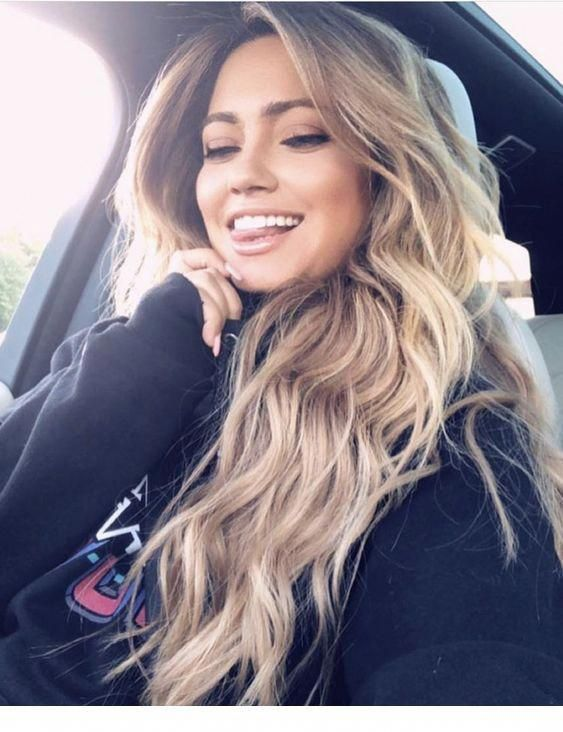 Long hair with a smile   Inspiration for Ladies