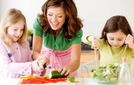 Πώς να μάθουμε στα παιδιά σωστές διατροφικές συνήθειες