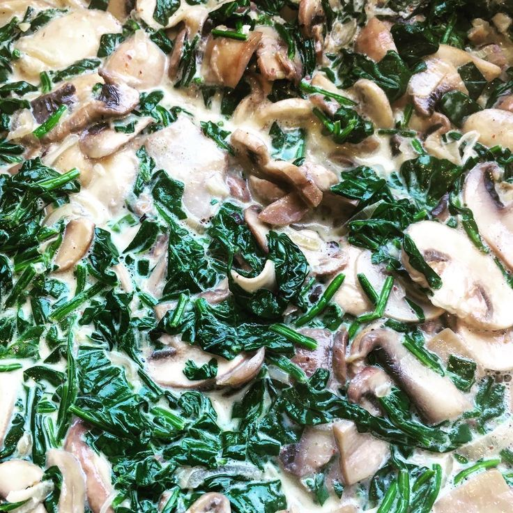 Baby spinach cream shallots and garlic with @meadowsnz mushrooms  #healthy #mushrooms
