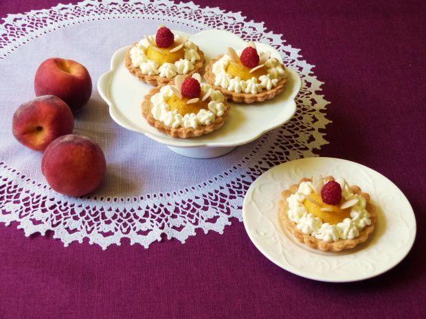 Waniliowe babeczki z brzoskwiniami. Łatwe w przygotowaniu!