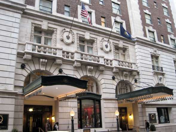 The best hotels in each USA state: Exterior of the Seelbach Hilton in Louisville, Ky. - Fschulenburg via wikipedia
