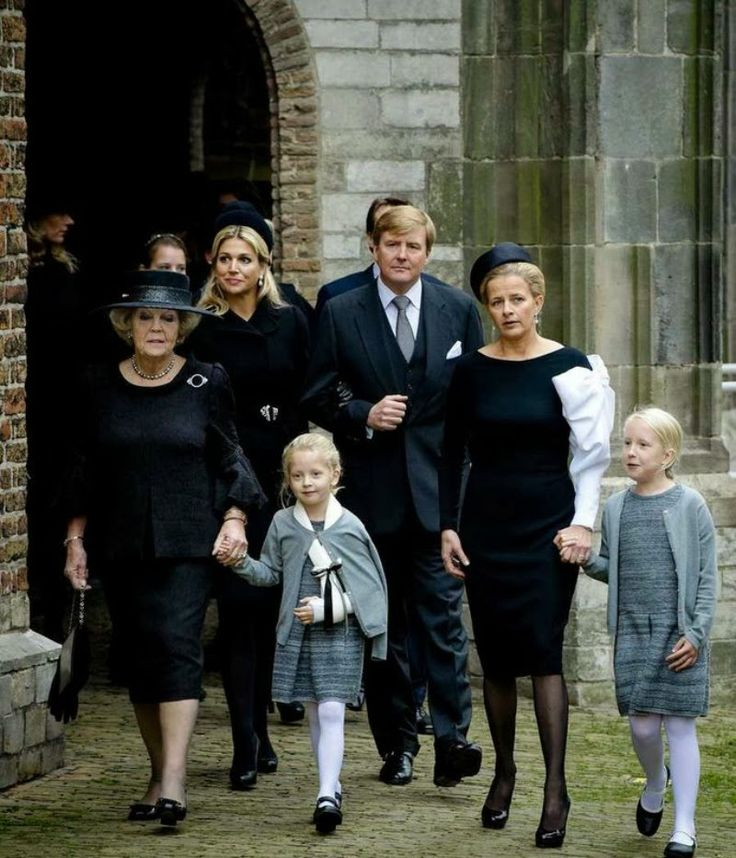 MYROYALS &HOLLYWOOD FASHİON: Dutch Royal Family-a public memorial for Prince Friso, who died August 12, was held November 2, 2013-Princess Beatrix holds the hand of Countess Zaria, with her arm in a sling, and Princess Mabel (whose dress includes a bow from her wedding dress), holds the hand of Countess Luana. They are followed by Queen Maxima and King Willem-Alexander.