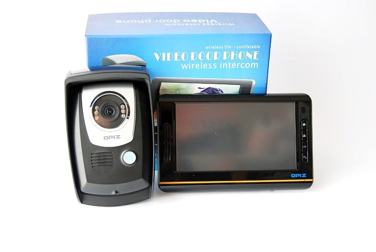 Viodeo - interfon wireless  :  http://spy.store.ro/interfoane-si-spioni/671/  Video- interfon cu o raza larga de actiune (pana la 300 m ). Monitor: 7 Inch. Minitor dotat cu telecomanda. Unitate exterioara: dotata cu baterie backup de li-ion. 1/4 CMOS camera.