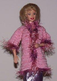 Dit is een basis patroontje voor een jas voor Barbie. Het is eventueel gemakkelijk zelf aan te passen naar wens.