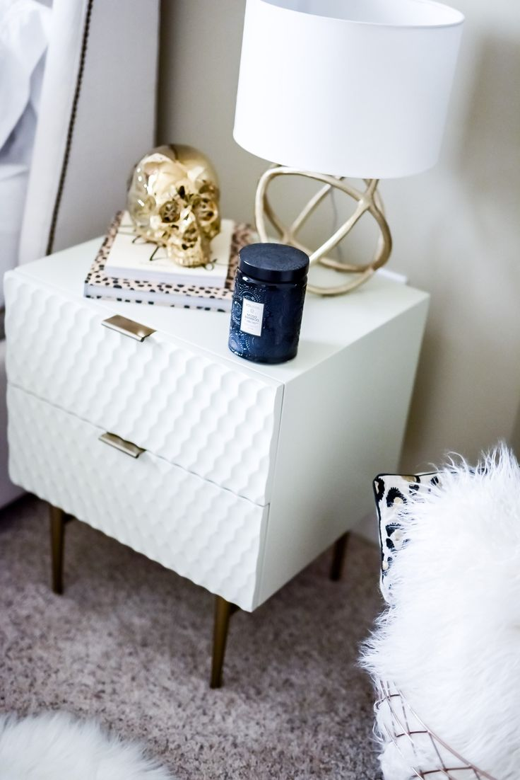 Tiffany Jais Houston fashion and lifestyle blogger sharing her updated bedroom interior with Minted, click to read more | Minted art prints, interiors, home decor, Scandinavian interiors, modern home
