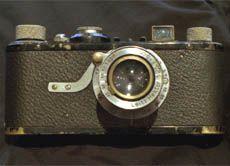 Ab Anfang des 20. Jahrhunderts war es möglich, Kleinbildkameras herzustellen. 1925 wurde die erste Leica-Kamera der Öffentlichkeit vorgestellt.