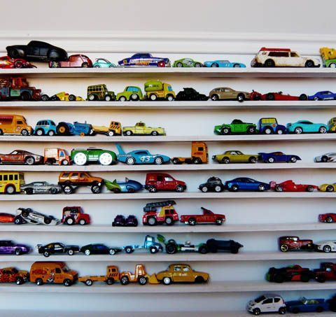 Fabuleux moyen de ranger toutes ces petites voitures :)
