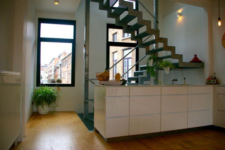 Te koop - Huis 1 slaapkamer(s)  - bewoonbare oppervlakte: 101 m2  - Volledig gerenoveerde woning in het hartje van Mechelen. Gelijkvloers: traphal met fietsenberging, badkamer, wc, dressing, slaapkamer en koertje.1  - dubbel glas - dressing 1 bad(en) -  1 douche(s) -  2 gevel(s) -  1 toilet(ten) -  - oppervlakte kelder: 23 m2 - oppervlakte keuken: 29 m2 - oppervlakte living: 29 m2 - oppervlakte terras: 10 m2