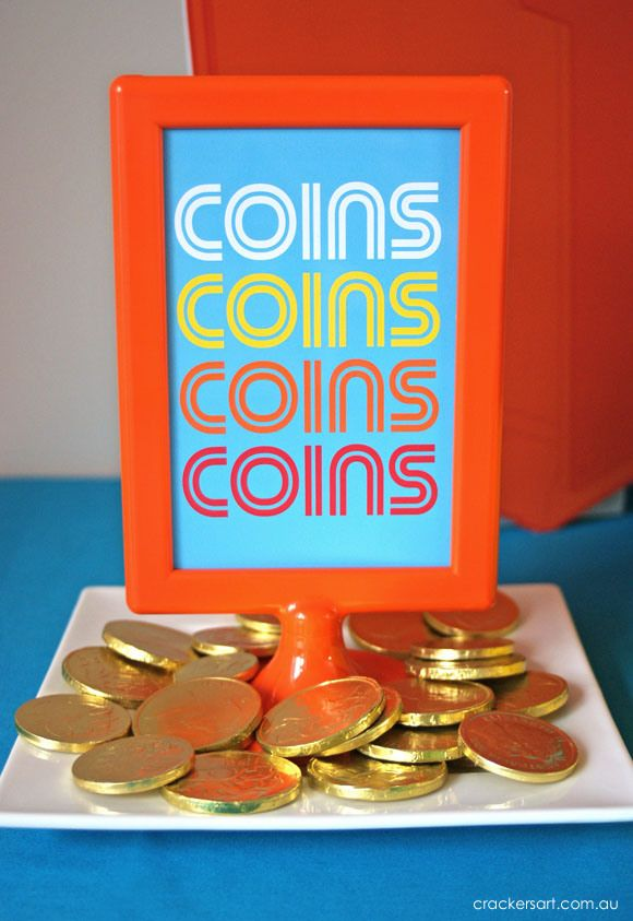 Have chocolate coins laid out - what a great idea #videogames #birthday #party