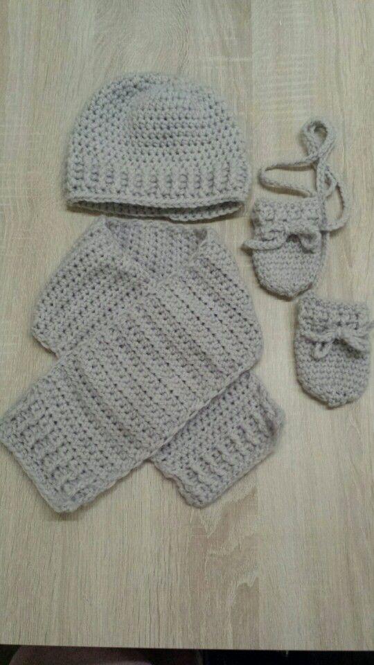 Muts, sjaal en wantjes gehaakt voor baby 6 tot 12 manden
