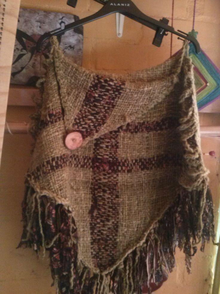 Poncho  lana natural aplicaciones con telas