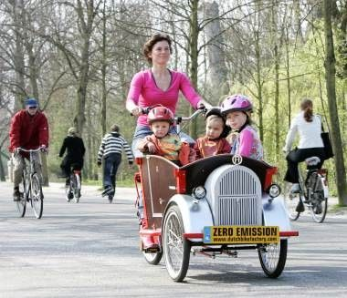 Dutch Cargo Bikes Coming to Canada : TreeHugger