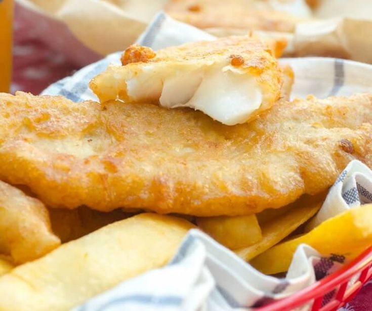 C'est une tradition anglaise qui est vraiment vraiment délicieuse…. les fantastiques fish & chips à la bière!