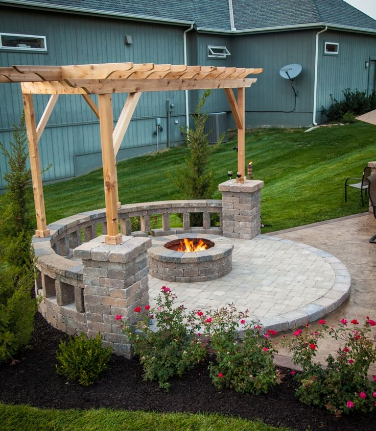 Fire pit with built in seating covered by a pergola nice for Built in fire pits designs