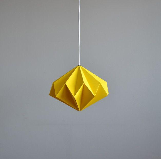 Origami Starlight to pomysłowy projekt, który w dzień cieszy oko grą światła i cienia na swoich krzywiznach a po zmroku pokazuje, że Starlight to nie tylko nazwa - miękkie żółte światło przyjemnie...
