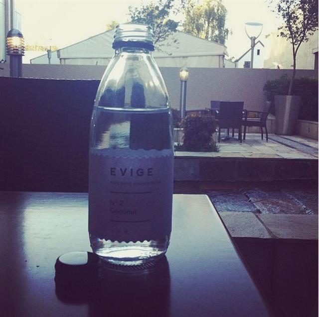 rooi rose Instagram - Chocolate flavored water | Sjokolade-water #water #chocolate #trend