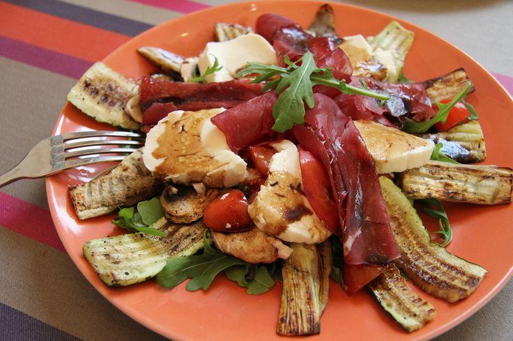 Salade+italienne,+légumes+grillés+&+mozzarella+//+www.theflyingflour.com (1000×667)