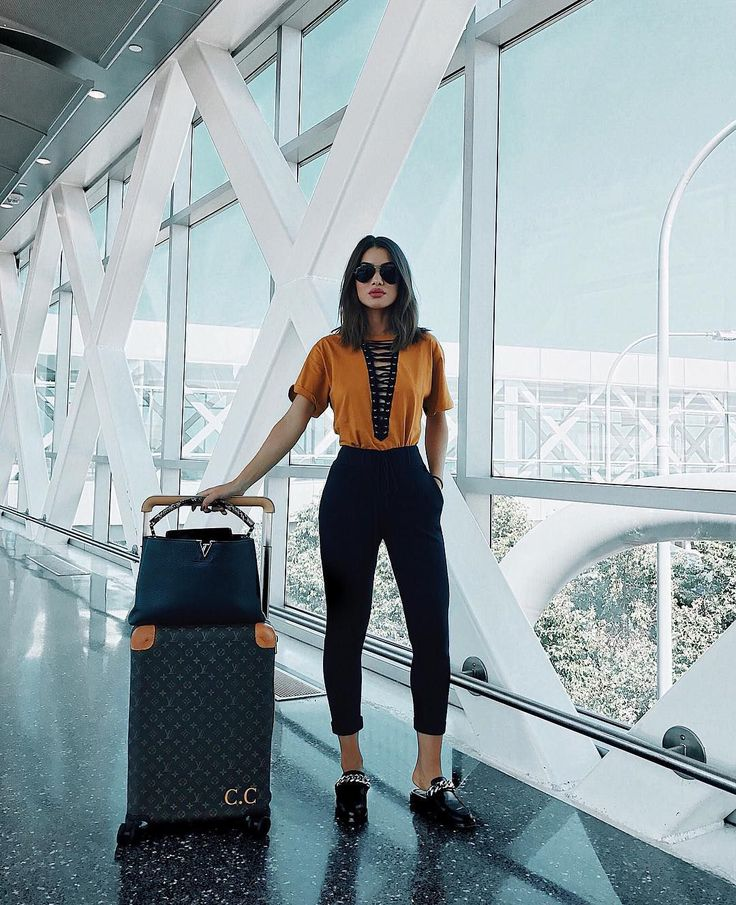 Cómo vestir (con estilo) para viajar según las que más viajan: las instagramers de moda