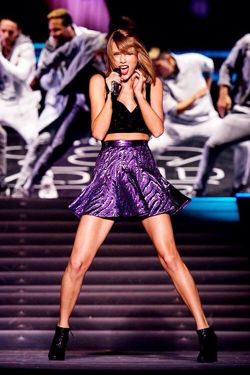 Taylor Swift sexy and beautiful