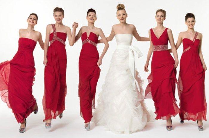 Фото одинаковых нарядом подружек невесты в красном