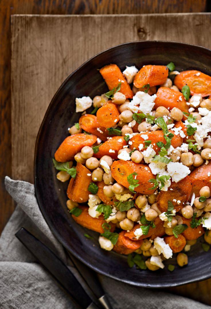 Lämmin porkkana-kikhernesalaatti | K-ruoka