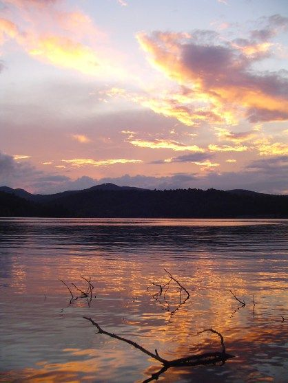 It's one of the best lakes in North Carolina, and its hiding in plain sight! Lake Glenville, NC