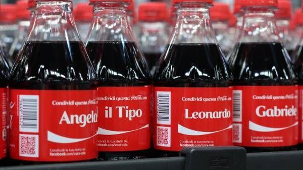 Rivoluzione di #comunicazione in casa Coca-Cola! http://www.ansa.it/terraegusto/notizie/rubriche/inbreve/2013/05/08/global-personalizzata-rivoluzione-Coca-Cola_8674505.html