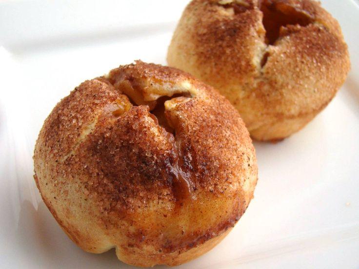 Almás lepény muffin recept: Imádom az almás süteményeket, és most rengeteg almát kaptunk a lányoméktól. Sokáig agyaltam, hogy hogyan süssem meg. Imádjuk az almás lepényemet úgy, ahogy van, főleg a tésztáját. Most viszont máshogy készült el, nem volt kedvem lepényként készíteni. A végeredmény ugyanaz majdnem, csak a forma változott.
