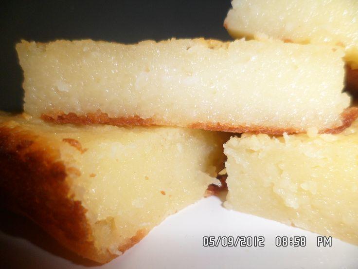 BOLO DE AIPIM CREMOSO -  INGREDIENTES 1 lata de leite condensado; 1 medida (lata) de leite; 1 vidro de leite de coco (200 ml); 3 ovos; 2 colheres (sopa) cheias de margarina; 1 xícara (chá) de açúcar; 100 g de coco ralado; 1,5 kg de aipim ralado bem fininho (ele fica tipo moído);   CONTINUA NO SITE...