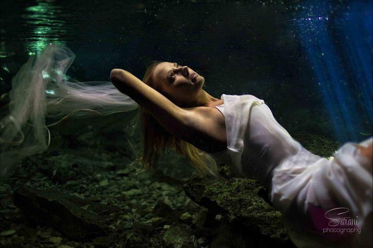 Underwater Beauty! Spectacular wedding photography by Sarani!  http://bit.ly/1VCyPpX #lizmooreweddings