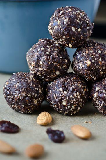Day 22: raw dark chocolate cherry energy bites