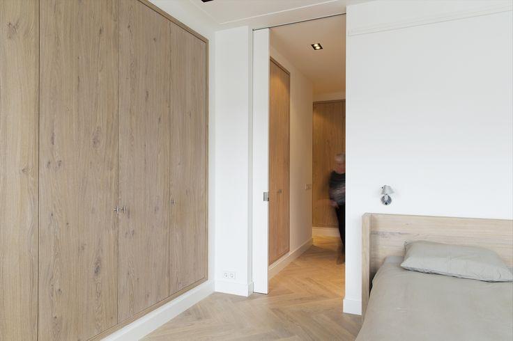 Eiken inbouwkasten. Ontwerp BNLA architecten | Fotografie Jansje Klazinga.
