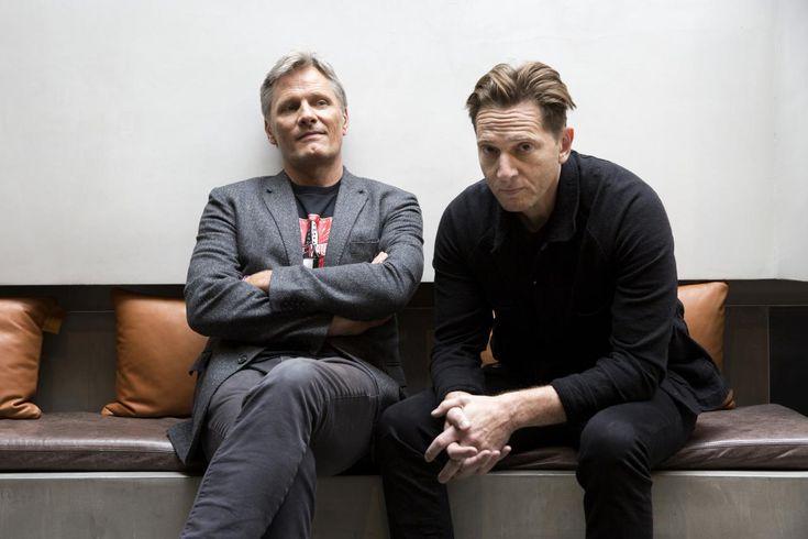Viggo Mortensen er aktuel i det humoristiske drama 'Captain Fantastic', der blandt meget andet handler om at finde en sund balance i ens tilværelse. Information har mødt Mortensen og filmens instruktør, Matt Ross.