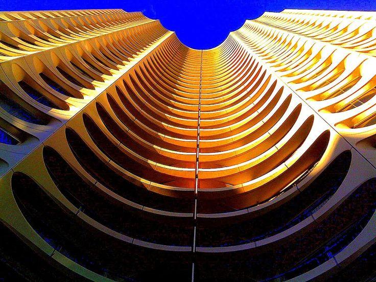 La tour des horizons -RENNES -1970 par Georges Maillols - C'est la naissance du premier immeuble de grande hauteur (IGH) de France à usage d...