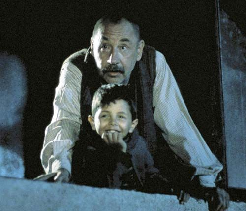 Cinema Paradiso - This film reminds me a lot. The fantasy and the dream that the film makes us wonder. A world where anything is possible.