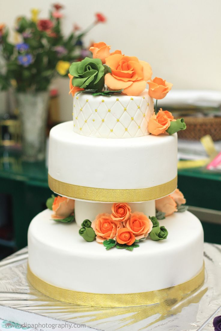 Membuat dan belajar membuat wedding cake di Pekanbaru. Kami juga menerima pesanan wedding cake