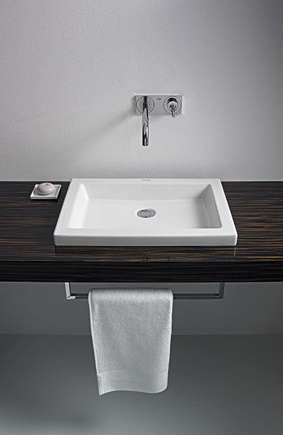 Straight and clean: 2nd floor washbasin and console