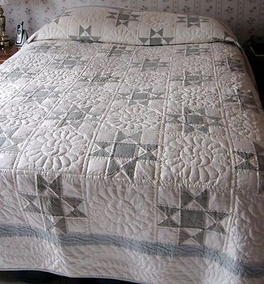 Elegant hand made Amish quilt/ blue & white