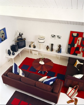 Great interior design using red, white and blue.  Love the Richard Schultz petal table.  photo by Michael Grimm