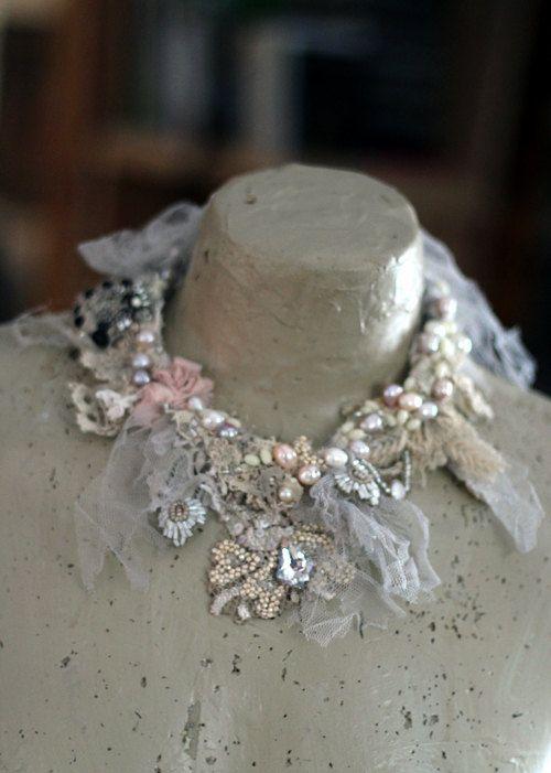Gefroren Halskette zarte shabby chic gestickte von FleursBoheme
