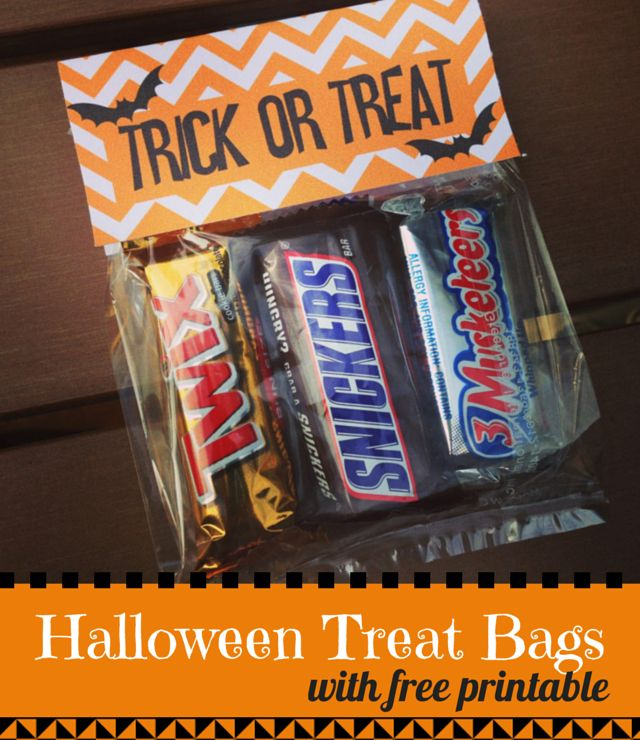 Use dollar store cellophane bags and this cute chevron free printable to make pre-packaged Halloween treat bags!