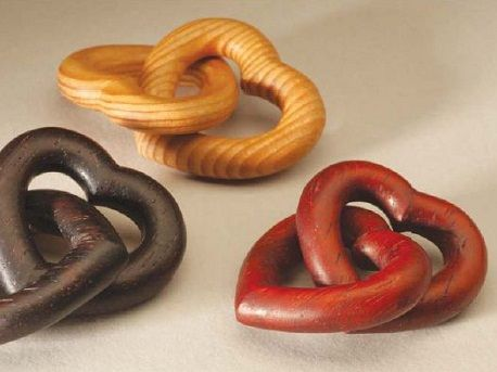 Give your loved one a unique gift with these wooden hearts. This is a great woodcarving pattern for beginners and can be done with a variety of woods.