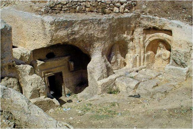 Dülük antik kenti/Gaziantep/// Dülük, Türkiye'nin hâlâ yaşanılan en eski kentidir. Bu kentte Bakır Çağı'ndan kalma eserlere ve bilinen en eski matematik işlemlerine rastlanmıştır.