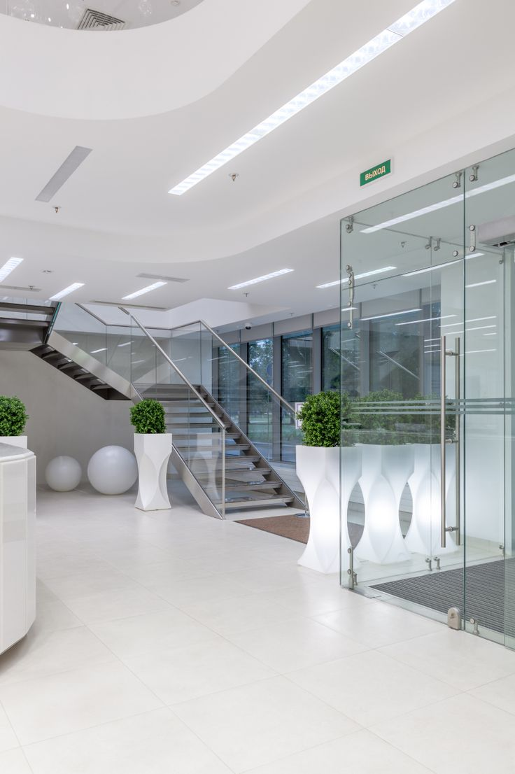 Business Center Pulkovo Stars: a project by Briz Studio in St. Petersburg. Light colors and the interior finishes details enrich the atmosphere and make it a bright space full of light. Products: LED Button, Decimetro, Venere