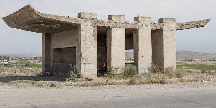 quibbll.com - Кристофер Хервиг (Christopher Herwig): Советская автобусная остановка - Армения, г. Саратак №2