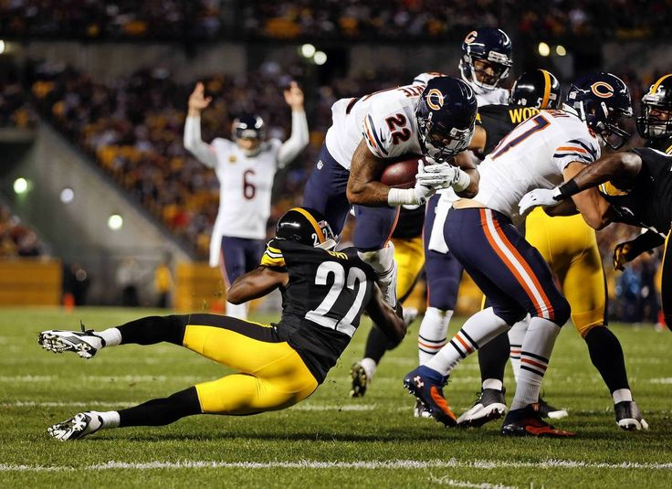 Chicago Bears' Matt Forte scores on 1st quarter touchdown run against Pittsburgh Steelers' William Gay during NFL game at Heinz Field in Pittsburgh. — Scott Strazzante, Chicago Tribune, Sept. 22, 2013