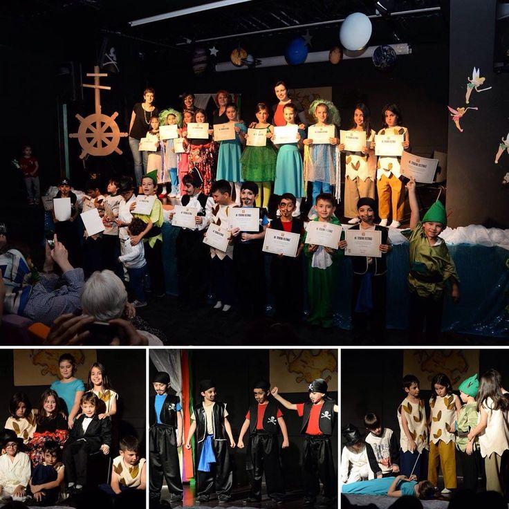 Şahinkayalı 2-B sınıfı öğrencileri, ünlü hayal kahramanı 'Peter Pan'ın maceralarını harika performanslarla sahneye taşıdılar.  #sahinkaya #art #sanat #tiyatro #gösteri #performans #peterpan http://turkrazzi.com/ipost/1520414731915409507/?code=BUZmSSnFrhj